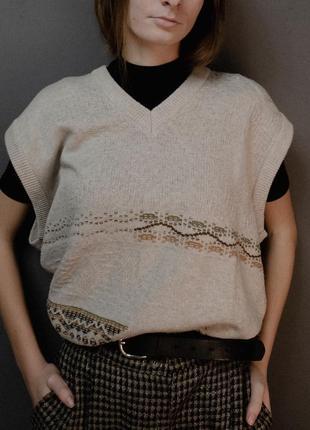 Бежевый вязаный жилет безрукавка тренд удлинённая оверсайз пуловер в-образный вырез