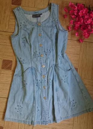 Краствое джинсовое платье с вышивкой, сарафан джинс с карманами