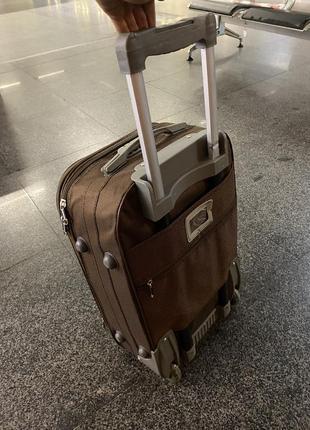 Коричневый чемодан сумка на колёсах размер s маленький