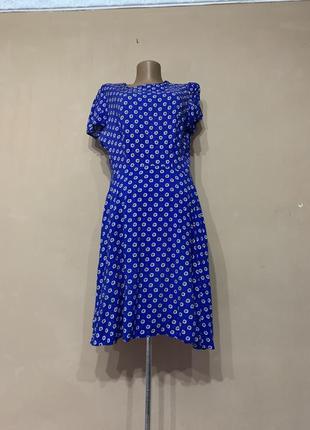 Красивое синее платье в ромашки мелкий цветочный принт