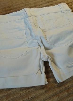 Белые шорты next