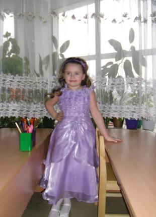 Нарядное милое платьице нежного сиреневого цвета на модницу 5-6 лет