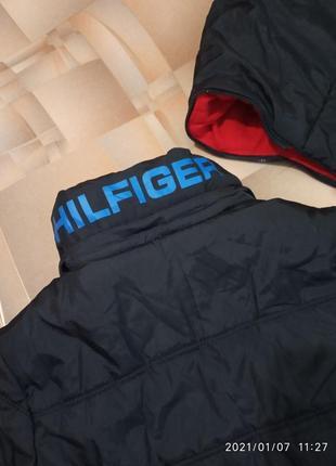 Тёплая куртка от tommy hilfiger.