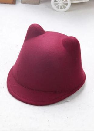 Женская фетровая шапка с козырьком и ушками бордовый