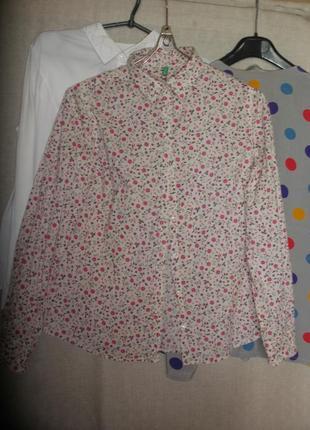 Универсальная свободная рубашка блузка beneton в цветочный принт