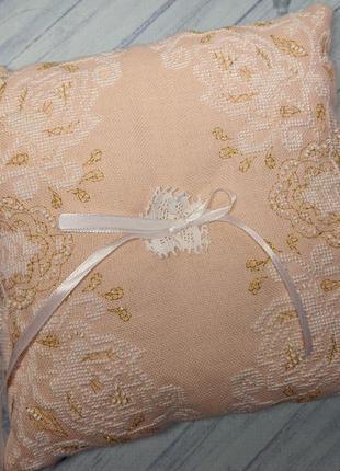 Свадебная подушечка для колец с вышивкой