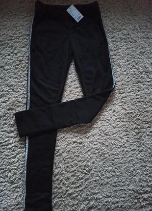 Теплые штаны с блестящими лампасами