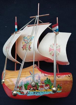 Статуэтка- кораблик