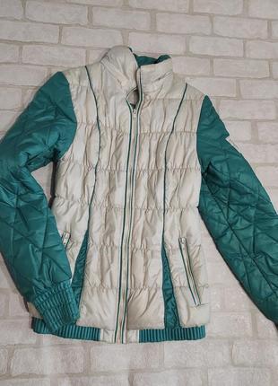 Демисезонная, стеганная, двухцветная куртка  на синтепоне