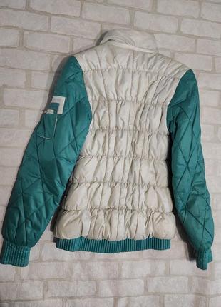 Демисезонная, стеганная, двухцветная куртка  на синтепоне2 фото