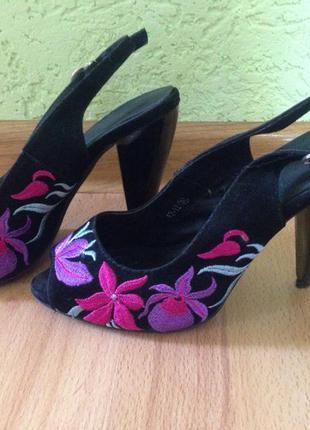 Босоножки туфли с вышивкой