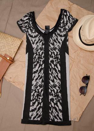 Короткое обтягивающее платье от американского бренда