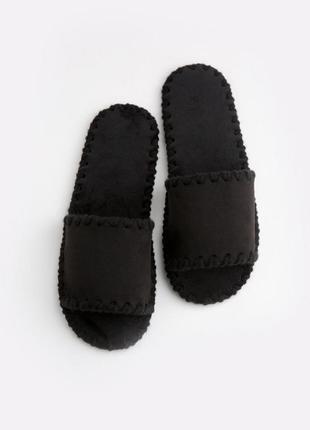 Мужские домашние тапочки черные открытые