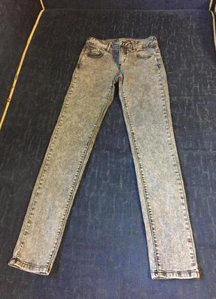 Узкие серые джинсы pull&bear