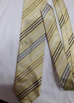 Шелковый галстук в бежевых тонах