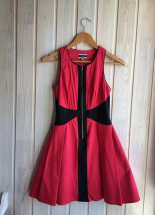 Алое платье-колокольчик