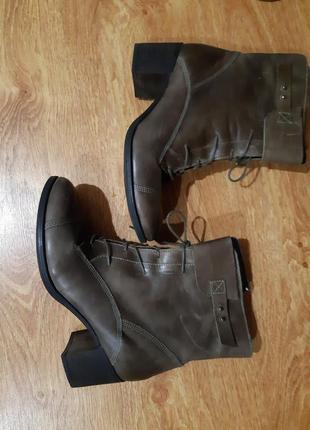 Кожаные ботинки на каблуке