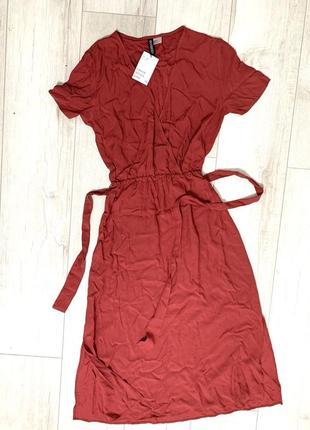 Крутое платье миди  цвет бардо