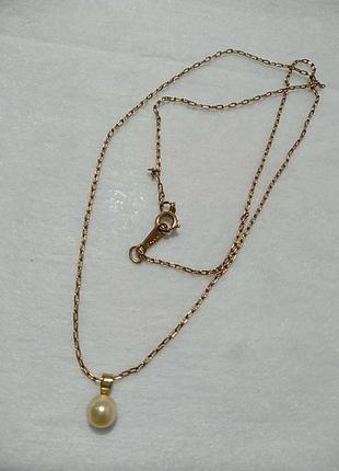 Avon. нежная цепочка с жемчугом в золотом цвете.