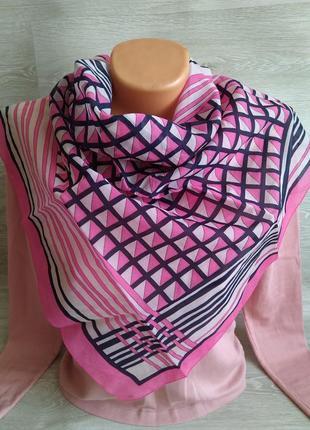 Яркий розовый платок