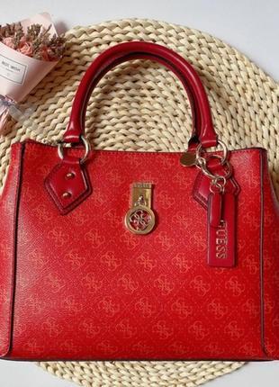 Красная сумка с короткими ручками