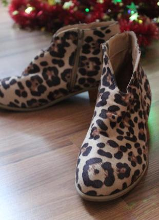 Классные ботинки анималистический принт 38 размер демисезонные