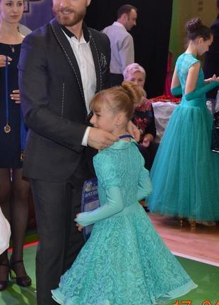 Красивое гипюровое платье для танцев