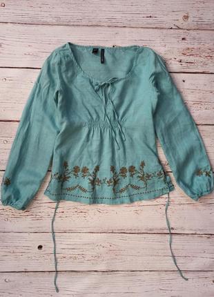Блуза  с вышивкой китайская крапива