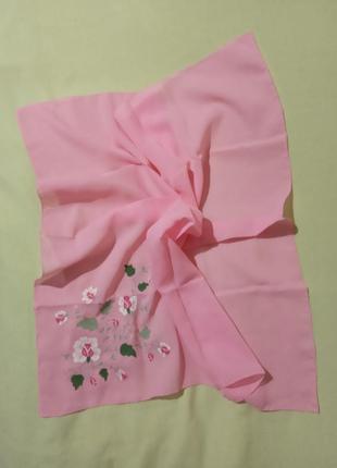 Красивый платок с вышивкой