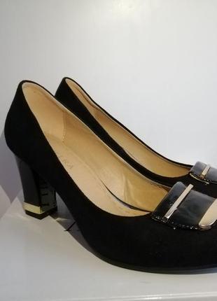 Туфли черные на среднем каблуке замш