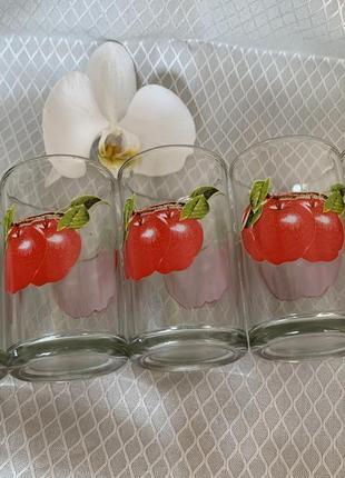 Набір стаканів, стакани, стаканы.