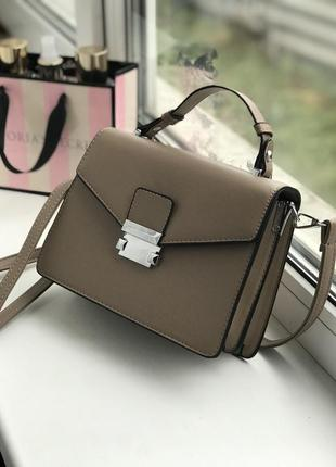 Женская бежевая сумочка