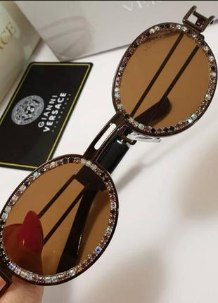 Стильные очки солнцезащитные в камнях разные цвета камни