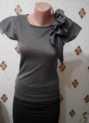 Изысканная блуза с воланом  mango