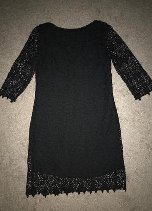 Короткое чёрное платье