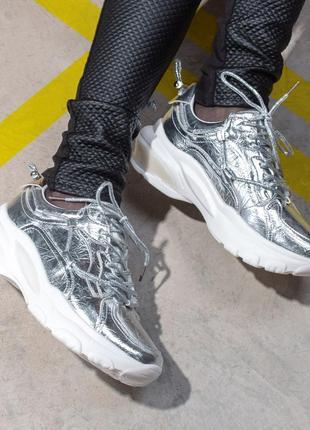 Серебряные модные кроссы