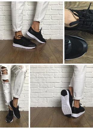 Стильные кроссовки из комбинированных материалов на контрастной подошве
