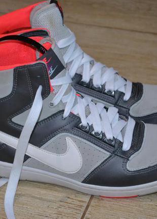 Nike кроссовки высокие 40-41р оригинал. сникерсы.