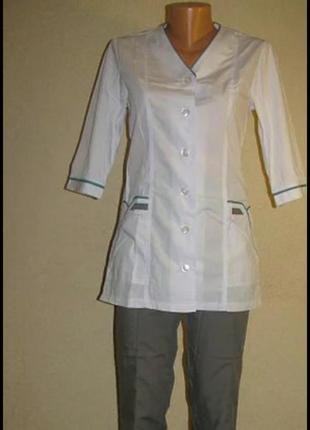 Медицинский костюм женский больших размеров, с белой курткой на пуговицах, р.68,70,72,74.