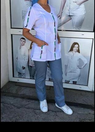 """Медицинский костюм женский с белой курткой на кнопках """" весна"""" 42-58."""