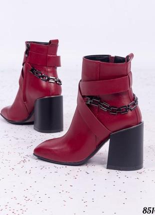 Стильные кожаные ботинки ботильоны