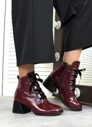 Женские ботильоны бордо на низком каблуке натуральный лак lora 1-5