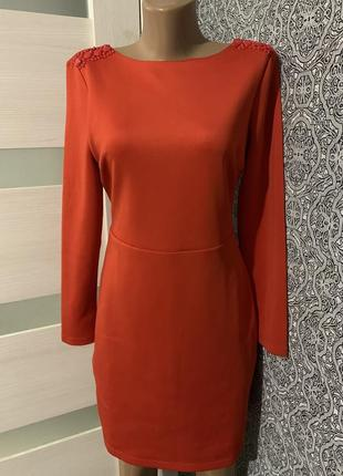Красное шикарное платье в идеале