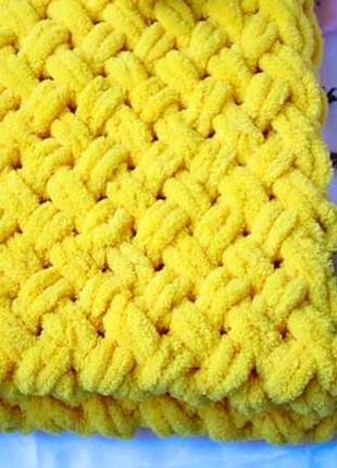 Плюшевый желтый плед