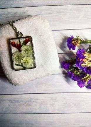 Кулон из эпоксидной смолы с белыми цветами, с цепочкой, ручная работа