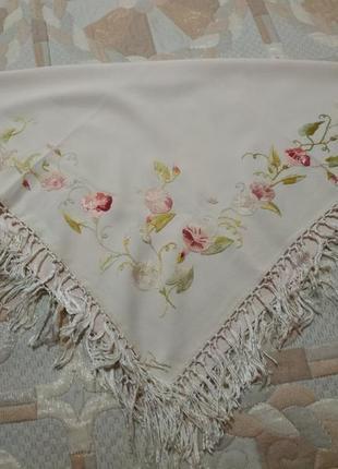 Платок косынка с вышивкой