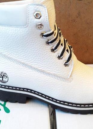 Белые ботинки на меху