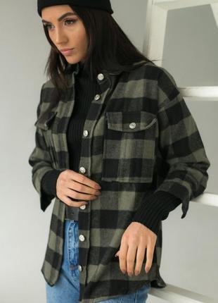 Плотная рубашка в клетку с накладными карманами хаки/серый