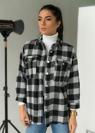 Плотная рубашка в клетку с накладными карманами серый/хаки