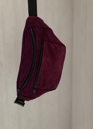 Бананка сумка из натуральной мягкой замши, вместительная ярко фиолетовый б47
